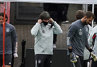 Bundestrainer Joachim Loew (Deutschland Germany) setzt die Maske auf <br /> - 05.10.2020: Training der Deutschen Nationalmannschaft, Suedstadion Koeln<br /> DISCLAIMER: DFB regulations prohibit any use of photographs as image sequences and/or quasi-video.