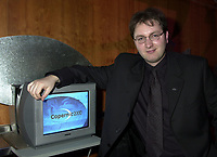 Montreal, November 1st, 2000<br /> Martin Bouchard, President and CEO of Copernic.Com was giving a press conference today in Montreal, Canada to announce tha latest results and also to launch new products.<br /> Copernic.Com is actively developing new solutions based on intelligent search agent  for the internet  and also for companies intranets. It's main solution ;  Copernic 2000 is the most important client search program on the internet  and has received many positive reviews from publication such as USA Today, Forbes,  PC Magazine, PC world, ...<br /> Photo by Pierre Roussel / Newsmakers