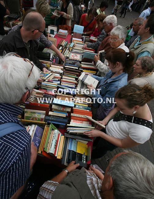 Deventer 030808 dventer boekenmarkt<br />Foto frans Ypma APA-foto