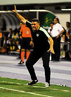 BARRANCABERMEJA- COLOMBIA - 20-07-2018: Luis Fernando Suarez, técnico de La Equidad, durante partido Alianza Petrolera y La Equidad, de la fecha 1 por la Liga Aguila II 2018 en el estadio Daniel Villa Zapata en la ciudad de Barrancabermeja. / Luis Fernando Suarez, coach La Equidad, during a match between Alianza Petrolera and La Equidad, of the 1st date for the Liga Aguila II 2018 at the Daniel Villa Zapata stadium in Barrancabermeja city. Photo: VizzorImage  / Jose D Martinez / Cont.