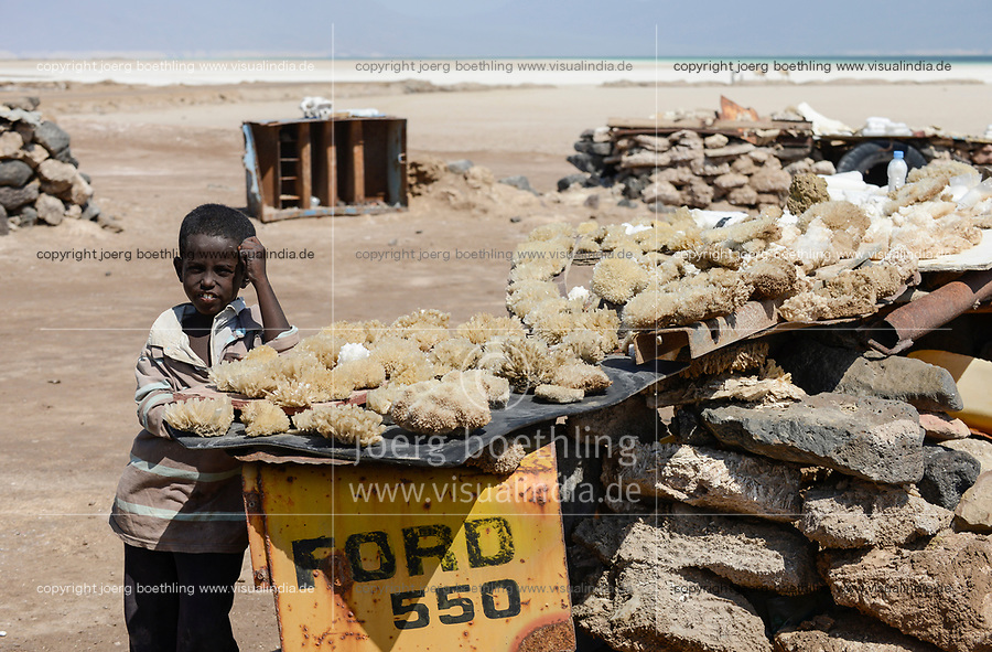 DJIBOUTI salt lake Lac Assal, boy sells salt crystal and minerals for tourists / DSCHIBUTI, Salzsee Lac Assal