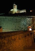 Spanien, Balearen, Ibiza, Dalt Vila (Altstadt) und Portal de Ses Taules der Festungsmauer in Eivissa