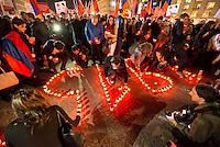 Gedenken an Voelkermord an Armeniern durch die Tuerkei im Jahre 1915.<br /> Am Donnerstag den 23. April 2015, dem Vorabend des 100. Jahrestages des Beginn des Voelkermordes an Armeniern durch die Tuerkei, versammelten sich in Berlin weit ueber 1.000 Menschen zu einem Trauermarsch vom Berliner Dom zum Brandenburger Tor. Am Brandenburger Tor wurde mir Grabkerzen die Jahreszahl 1915 gebildet.<br /> Bei einem Gedenkgottesdienst im Berliner Dom hatte zuvor der Bundespraesident Joachim Gauck das Verbrechen ausdruecklich als Voelkermord bezeichnet. Dies war das erste Mal, dass dies von Seiten der offiziellen Politik geschah.<br /> 23.4.2015, Berlin<br /> Copyright: Christian-Ditsch.de<br /> [Inhaltsveraendernde Manipulation des Fotos nur nach ausdruecklicher Genehmigung des Fotografen. Vereinbarungen ueber Abtretung von Persoenlichkeitsrechten/Model Release der abgebildeten Person/Personen liegen nicht vor. NO MODEL RELEASE! Nur fuer Redaktionelle Zwecke. Don't publish without copyright Christian-Ditsch.de, Veroeffentlichung nur mit Fotografennennung, sowie gegen Honorar, MwSt. und Beleg. Konto: I N G - D i B a, IBAN DE58500105175400192269, BIC INGDDEFFXXX, Kontakt: post@christian-ditsch.de<br /> Bei der Bearbeitung der Dateiinformationen darf die Urheberkennzeichnung in den EXIF- und  IPTC-Daten nicht entfernt werden, diese sind in digitalen Medien nach §95c UrhG rechtlich geschuetzt. Der Urhebervermerk wird gemaess §13 UrhG verlangt.]