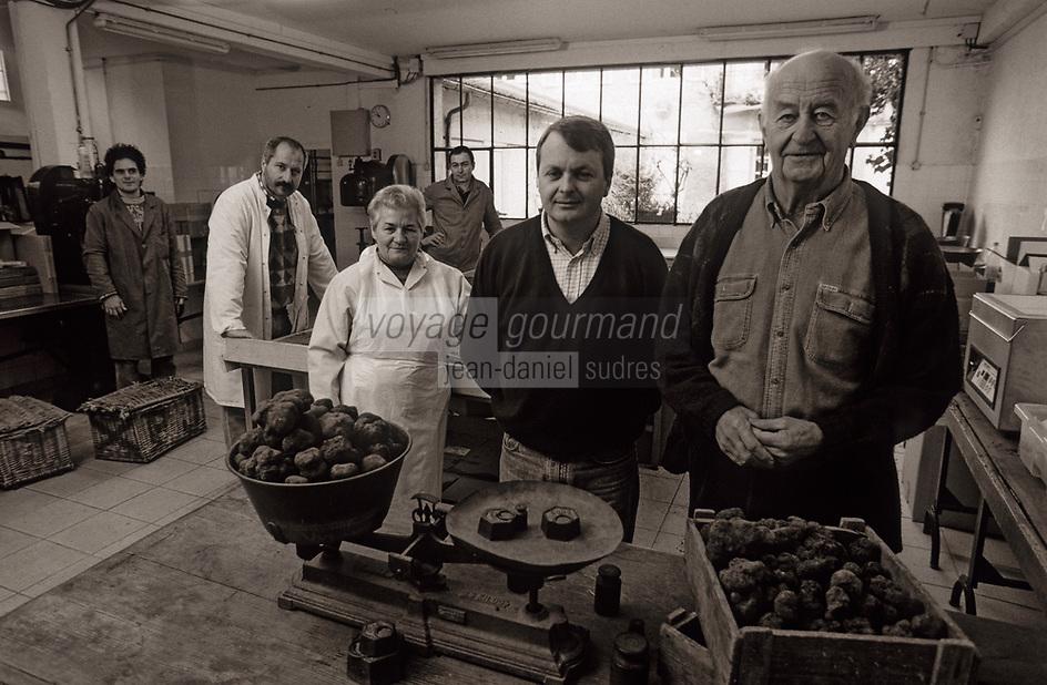 Europe/France/Midi-Pyrénées/46/Lot/Vallée du Lot/Cahors: Entreprise Pebeyre - Père, fils et le personnel dans les ateliers
