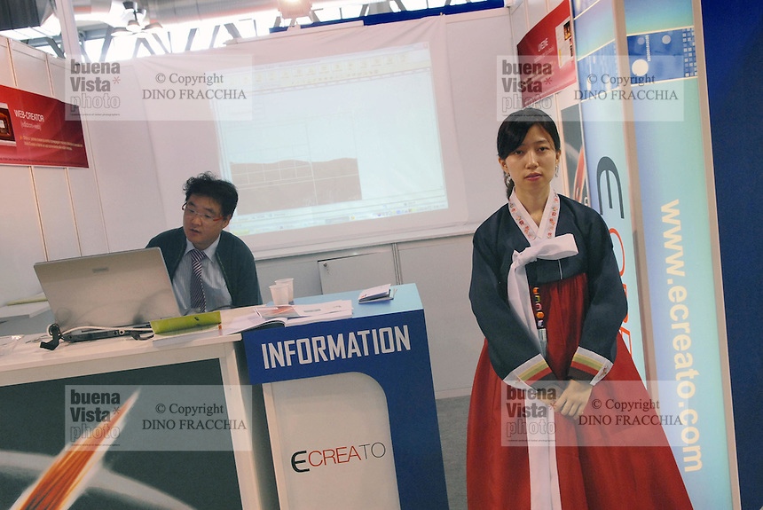 - SMAU, international exibition of electronics, computer science and technological innovation;  stand of south Korean electronic industry ..- SMAU, salone internazionale dell'elettronica, informatica e innovazione tecnologica; stand  industria elettronica Sud Coreana