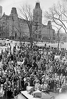 Le  Front Commun - Incarceration des trois chefs Syndicaux :  Marcel Pepin (CSN), Louis Laberge (FTQ) et Yvon Charbonneau (CEQ)<br />  - Discours à la Croix du Sacrifice a Quebec,<br /> le 9 mai 1972<br /> <br /> Photographe : Photo Moderne<br /> <br /> - Agence Quebec Presse