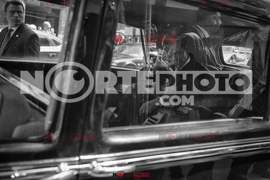 Enrique Peña Nieto, presidente de México, saluda a la cámara desde el Rolls Royce de la Casa Real Española, tras su reunión de trabajo con el presidente de la CEOE esta mañana en Madrid. Enrique Peña Nieto, presidente de México, saluda a la cámara desde el Rolls Royce de la Casa Real Española, tras su reunión de trabajo con el presidente de la CEOE esta mañana en Madrid el 10.06.2014<br /> FOTO©ÁlvaroMinguito/DISOPress/NortePhoto.com