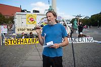 """Mit einem sogenannten """"Global March against Chemtrails and Geoengeneering"""" protestierten ca. 35-40 Menschen am Samstag den 27. September 2014 in Berlin gegen """"Wetterwaffen"""" und das Haarp-Program der US-Armee.<br /> Unter den Teilnehmern waren auch etliche Vertreter der selbsternannten """"Reichsbuerger"""", einer Gruppierung von Rechtsextremen, die die Bundesrepublik als Staat nicht anerkennen.<br /> Im Bild: Werner Altnickel, ehem. Greenpeace, Organisator der Veranstaltung.<br /> 27.9.2014, Berlin<br /> Copyright: Christian-Ditsch.de<br /> [Inhaltsveraendernde Manipulation des Fotos nur nach ausdruecklicher Genehmigung des Fotografen. Vereinbarungen ueber Abtretung von Persoenlichkeitsrechten/Model Release der abgebildeten Person/Personen liegen nicht vor. NO MODEL RELEASE! Don't publish without copyright Christian-Ditsch.de, Veroeffentlichung nur mit Fotografennennung, sowie gegen Honorar, MwSt. und Beleg. Konto: I N G - D i B a, IBAN DE58500105175400192269, BIC INGDDEFFXXX, Kontakt: post@christian-ditsch.de<br /> Urhebervermerk wird gemaess Paragraph 13 UHG verlangt.]"""
