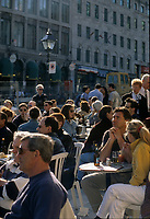 Foule sur les terrasses de la Place Jacques-Cartier, <br /> 12 Avril 1998
