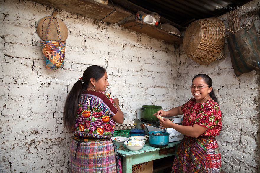 Portrait of Gloria Marina Icu Puluc and her mother Juanita, from the Asociación Civil de Comadronas Tradicionales de Chimaltenango (ACOTCHI) in San Juan Comalapa, Guatemala.