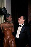 ALBERTO SORDI CON MODELLA<br /> PREMIO THE BEST PARIGI 1988