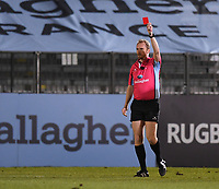 19th February 2021; Recreation Ground, Bath, Somerset, England; English Premiership Rugby, Bath versus Gloucester; Referee Wayne Barnes shows a red card to Mike Williams of Bath for illegal play