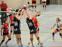 GIKS Mode Waregem - Kerdavo Avelgem..duel om de bal met Griet Plasman (nr 5 ) , Julie Decock (midden, nr3) en Ruth Verrelst (rechts)..foto VDB / BART VANDENBROUCKE