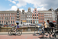 Nederland Amsterdam  2016. Fietsen in Amsterdam Centrum.  Foto Berlinda van Dam / Hollande Hoogte