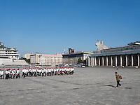 Schüler auf dem Kim il Sung-Platz, Pyongyang, Nordkorea, Asien<br /> Pupils on Kim il Sung Square, Pyongyang, North Korea, Asia