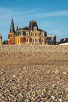 Europe/France/Normandie/76/Seine Maritime/ Le Havre : Villas du Front de Mer  et la Villa maritime,  Résidence située sur la plage du Havre en Seine-Maritime. Construite en 1890 selon les plans d'Henri Toutain, elle a été habitée par Madame de Aldecoa, Georges Dufayel et Armand Salacrou  - Elle comporte une serre et des grottes artificielles.  //  Europe / France / Normandy / 76 / Seine Maritime / Le Havre: Front de Mer Villas and the Maritime Villa, Residence located on the beach of Le Havre in Seine-Maritime. Built in 1890 according to plans by Henri Toutain, it was inhabited by Madame de Aldecoa, Georges Dufayel and Armand Salacrou - It has a greenhouse and artificial caves.