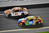 Monster Energy NASCAR Cup Series<br /> Can-Am Duel At Daytona<br /> Daytona International Speedway, Daytona Beach, FL USA<br /> Thursday 15 February 2018<br /> Paul Menard, Wood Brothers Racing, Omnicraft Auto Parts \ Quick Lane Tire & Auto Center Ford Fusion, Kyle Busch, Joe Gibbs Racing, M&M's Toyota Camry<br /> World Copyright: Logan Whitton<br /> LAT Images