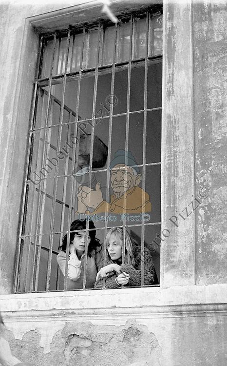 MARIA SCHNIDER  E PATRICE TOWNSEND<br /> OSPEDALE PSICHIATRICO A SANTA MARIA DELLA PIETA' ROMA 1975
