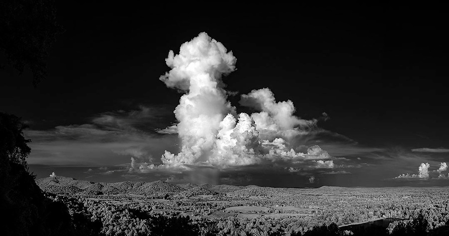 ANDREW SHURTLEFF/THE DAILY PROGRESS <br /> An afternoon storm over central Virginia.