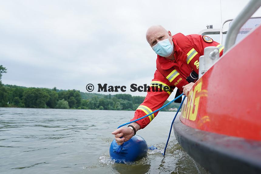 Leeheim 24.06.2021: DLRG-Bootsführer<br /> <br /> Foto: Vollformat/Marc Schüler, Schäfergasse 5, 65428 R'eim, Fon 0151/11654988, Bankverbindung KSKGG BLZ. 50852553 , KTO. 16003352. Alle Honorare zzgl. 7% MwSt.