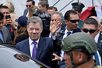 BOGOTÁ - COLOMBIA, 20-07-2018: Presidente de Colombia Juan Manuel Santos da su última despedida despues del desfile Militar del 20 de Julio con motivo del 208 Aniversario de la Independencia de Colombia realizado por las calles de la ciudad de Bogotá. / President of Colombia Juan Manuel Santos gives his last farewell after July 20th Military Parade on the occasion of the 208th Anniversary Independence of Colombia that took place trough the streets of Bogota city. Photo: VizzorImage / Diego Cuevas / Cont