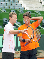 3-3-09,Argentina, Buenos Aires, Daviscup  Argentina-Netherlands, training, Captain Jan Siemering geeft instructies aan Jesse Huta Galung