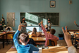 Wegen der Coronakrise wurden die unteren Klassen aufgeteilt, die älteren machen Home Schooling / Europaschule Schulzentrum des heiligen Josef in Sarajewo. Hier werden Schüler aller Religionen und Ethnien gemeinsam unterrichtet.