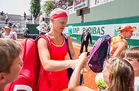 Paris, France, 4 June, 2017, Tennis, French Open, Roland Garros, Woman's doubles: Kiki Bertens (NED) signing autographs<br /> Photo: Henk Koster/tennisimages.com