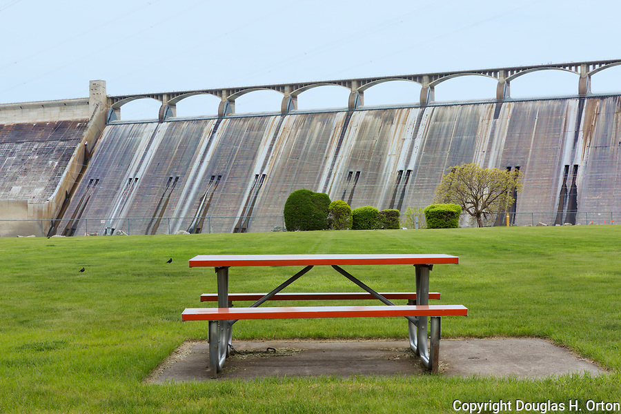 Picnic table at Grand Coulee Dam, Banks Lake, Eastern Washington State along the Coulee Corridor Scenic Byway.  Part of the Grand Coulee Project along the Columbia River.