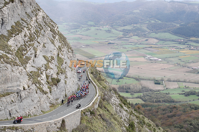 The peloton climb during Stage 7 of the Vuelta Espana 2020 running 159.7km from Vitoria-Gasteiz to Villanueva de Valdegovia, Spain. 27th October 2020.  <br /> Picture: Luis Angel Gomez/PhotoSportGomez | Cyclefile<br /> <br /> All photos usage must carry mandatory copyright credit (© Cyclefile | Luis Angel Gomez/PhotoSportGomez)