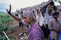 INDIA, Narmada river and dams, reservoir of Narmada dam Sardar Sarovar Project, Narmada Bachao Andolan NBA, movement to save the Narmada, tribal village Domkhedi, rally in the valley, Medha Patkar / INDIEN, Narmada Fluss und Staudaemme, Stausee des Sardar Sarovar Projekt Staudamm, Adivasi Dorf Domkhedi, Demo mit Medha Patkar