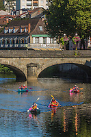 France, Lot, (46),  Figeac: Canoés sur la vallée du célé et le pont Gambetta  // France, Lot, Figeac:  Canoes on the  cele valley and Gambetta bridge