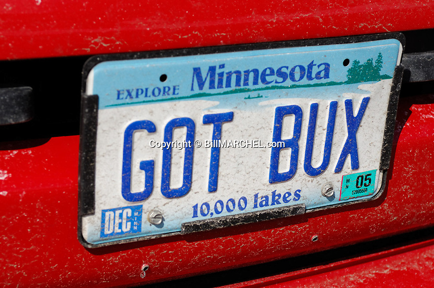00273-037.17 White-tailed Deer Hunting (DIGITAL) A Minnesota license plate on vehicle owned by a deer hunter.  GOT BUX. H8E1