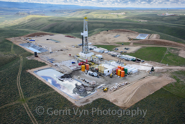 Natural gas drilling rig. Pinedale Anticline, Wyoming.
