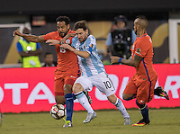 Action photo during the match Argentina vs Chile, Corresponding to Great Final of the America Centenary Cup 2016 at Metlife Stadium, East Rutherford, New Jersey.<br /> <br /> <br /> Foto de accion durante el partido Argentina vs Chile, correspondiente a la Gran Final de la Copa America Centenario 2016 en el  Metlife Stadium, East Rutherford, Nueva Jersey, en la foto: (i-d)  Jean Beausejour de Chile, Lionel Messi de Argentina, Arturo Vidal  de Chile<br /> <br /> <br /> 26/06/2016/MEXSPORT/David Leah.