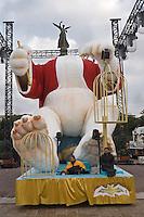 Europe/France/06/Alpes-Maritimes/Nice: Carnaval de Nice- Préparatifs Pose de la Tête du Roi sur la Promenade des Anglais