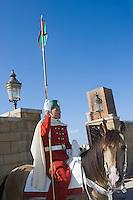 Afrique/Afrique du Nord/Maroc/Rabat: cavaliers de la Garde Royale et Ruines de la Mosquée Hassan et Tour Hassan
