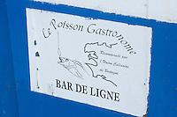 Europe/France/Bretagne/56/Morbihan/Belle-Ile: Détail enseigne pour le Bar de Ligne sur un bateau de pêche du port