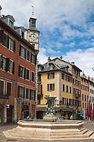 Europe/France/Rhône-Alpes/73/Savoie/Chambéry:  La vieille ville, la fontaine de la place Saint Léger ,avec ses angelots