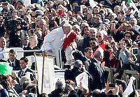 Papa Francesco bacia un bambino al suo arrivo per un'udienza ai fedeli appartenenti ai gruppi di preghiera di San Pio, in Piazza San Pietro, Citta' del Vaticano, 6 febbraio 2016.<br /> Pope Francis kisses a baby as as he arrives for an audience to Saint Pio of Pietrelcina's faithful in St Peter's Square at the Vatican, 6 February 2016.<br /> UPDATE IMAGES PRESS/Riccardo De Luca<br /> <br /> STRICTLY ONLY FOR EDITORIAL USE
