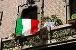 Milano 25 aprile2020.  bandiere alle finestre e ai balconi al tempo della quarantena Milano 25 aprile 2020 in quarantena.  Festa della Liberazione,bandiere alle finestre e ai balconi.l'Italia