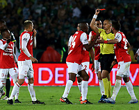 BOGOTA-COLOMBIA, 08-03-2020: Edilson Ariza, arbitro muestra tarjeta roja a Diego Valdes de Independiente Santa Fe, durante partido de la fecha 8 entre Independiente Santa Fe y Atletico Nacional, por la Liga BetPLay DIMAYOR I 2020, en el estadio Nemesio Camacho El Campin de la ciudad de Bogota. / Edilson Ariza, referee shows red card to Diego Valdes of Independiente Santa Fe, during a match of the 8th date between Independiente Santa Fe and Atletico Nacional, for the BetPlay DIMAYOR I Leguaje 2020 at the Nemesio Camacho El Campin Stadium in Bogota city. / Photo: VizzorImage / Daniel Grazon / Cont.