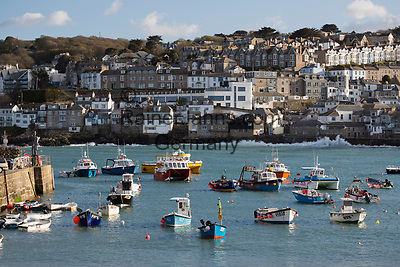 United Kingdom, England, Cornwall, St Ives: harbour with fishing boats from Smeatons Pier   Grossbritannien, England, Cornwall, St Ives: Hafen mit Fischerbooten