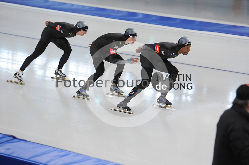 SCHAATSEN: BERLIJN: Sportforum, Essent ISU World Cup Speed Skating | The Final, 11-03-2012, Team Pursuit Men, Jonathan Kuck (USA), Brian Hansen (USA), Shani Davis (USA), ©foto Martin de Jong