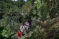 22 noviembre 2014. <br /> María Francisco, de 50 años, en la selva de Santa Cruz de Barillas (Guatemala), un lugar sagrado para los mayas. Ella toma de la naturaleza todo lo que necesita para sobrevivir.<br /> La llegada de algunas compañías extranjeras a América Latina ha provocado abusos a los derechos de las poblaciones indígenas y represión a su defensa del medio ambiente. En Santa Cruz de Barillas, Guatemala, el proyecto de la hidroeléctrica española Ecoener ha desatado crímenes, violentos disturbios, la declaración del estado de sitio por parte del ejército y la encarcelación de una decena de activistas contrarios a los planes de la empresa. Un grupo de indígenas mayas, en su mayoría mujeres, mantiene cortado un camino y ha instalado un campamento de resistencia para que las máquinas de la empresa no puedan entrar a trabajar. La persecución ha provocado además que algunos ecologistas, con órdenes de busca y captura, hayan tenido que esconderse durante meses en la selva guatemalteca.<br /> <br /> En Cobán, también en Guatemala, la hidroeléctrica Renace se ha instalado con amenazas a la población y falsas promesas de desarrollo para la zona. Como en Santa Cruz de Barillas, el proyecto ha dividido y provocado enfrentamientos entre la población. La empresa ha cortado el acceso al río para miles de personas y no ha respetado la estrecha relación de los indígenas mayas con la naturaleza. © Calamar2/Pedro ARMESTRE<br /> <br /> The arrival of some foreign companies to Latin America has provoked abuses of the rights of indigenous peoples and repression of their defense of the environment. In Santa Cruz de Barillas, Guatemala, the project of the Spanish hydroelectric Ecoener has caused murders, violent riots, the declaration of a state of siege by the army and the imprisonment of a dozen activists opposed to the project . <br /> A group of Mayan Indians, mostly women, has cut a path and has installed a resistance camp to prevent the enter of the company's machines. The 