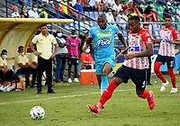 MONTERIA - COLOMBIA, 15-08-2021: Maicol Balanta de Jaguares de Cordoba F.C. y Willer Ditta de Atletico Junior disputan el balón durante partido entre Jaguares de Cordoba F. C. y Atletico Junior de la fecha 5 por la Liga BetPlay DIMAYOR I 2021, en el estadio Jaraguay de Monteria de la ciudad de Monteria. / Maicol Balanta of Jaguares de Cordoba F.C. and Willer Ditta of Atletico Junior vie for the ball during a match between Jaguares de Cordoba F. C. and Atletico Junior, of the 5th date for the Betplay DIMAYOR I 2021 League at Jaraguay de Monteria Stadium in Monteria city. / Photo: VizzorImage / Andres Lopez / Cont.