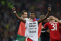25.05.2013, Wembley Stadion, London, ENG, UEFA Champions League, FC Bayern Muenchen vs Borussia Dortmund, Finale, im Bild Jubel David ALABA (FC Bayern Muenchen - 27) - er traegt ein T-Shirt mit der Aufschrift Meine Kraft liegt in Jesus // during the UEFA Champions League final match between FC Bayern Munich and Borussia Dortmund at the Wembley Stadion, London, United Kingdom on 2013/05/25. EXPA Pictures © 2013, PhotoCredit: EXPA/ Eibner/ Gerry Schmit<br /> <br /> ***** ATTENTION - OUT OF GER ***** <br /> 25/5/2013 Wembley<br /> Football 2012/2013 Champions League<br /> Finale <br /> Borussia Dortmund Vs Bayern Monaco <br /> Foto Insidefoto