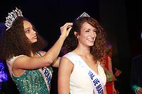 ALICIA AYLIES Miss France 2017 remettant la couronne à RAPHAELE OFTERDINGER Miss Val de Marne 2017 - Election Miss Val de Marne 2017 a Rungis