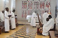 SENEGAL, Benedictine monastery Keur Moussa, monks recite Gregorian chants and play the african Kora bridge harp during the mass / Senegal, Benediktinerkloster Keur Moussa, Gottesdienst, gregorianische Gesänge mit Kora Saiteninstrument