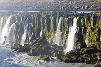 Selfoss, Wasserfall auf Island, Wasserfall des Flusses Jökulsá á Fjöllum Gletscherfluß, Gletscherfluss, Jökulsárgljúfur-Nationalpark, Schlucht Jökulsárgljúfur, im Nordosten Islands, waterfall in the north of Iceland